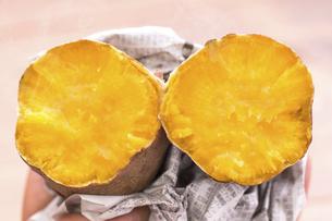 安納芋の焼き芋の写真素材 [FYI04775103]
