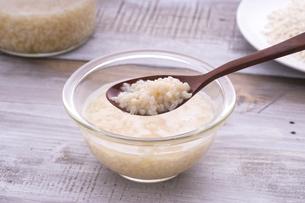 米こうじで作る甘酒の写真素材 [FYI04775112]