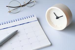 カレンダーと時計の写真素材 [FYI04775173]