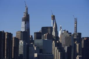 ニューヨーク マンハッタンのビル群の写真素材 [FYI04775450]