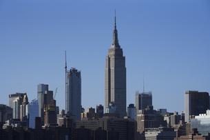 ニューヨーク マンハッタンのビル群 エンパイアステートビルの写真素材 [FYI04775451]