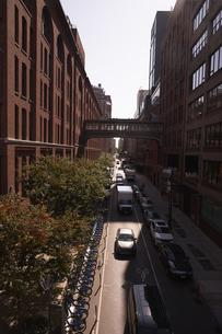 ニューヨーク ハイラインから見たマンハッタンの街並みの写真素材 [FYI04775471]