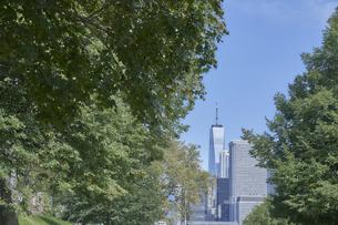 ニューヨーク マンハッタンのビル群の写真素材 [FYI04775485]