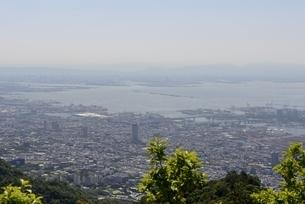 六甲山山頂から阪神間と大阪湾の写真素材 [FYI04775606]