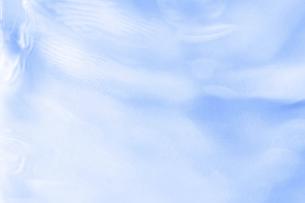 水が揺らぐ様子。水面の背景素材。水のテクスチャ・イメージ。の写真素材 [FYI04775612]