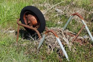 一輪車の不法投棄の写真素材 [FYI04775986]