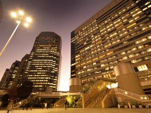 東京都 夕暮れの品川駅 の写真素材 [FYI04776000]
