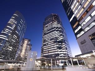 東京都 夕暮れの品川駅 の写真素材 [FYI04776001]