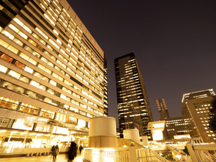 東京都 夕暮れの品川駅 の写真素材 [FYI04776003]