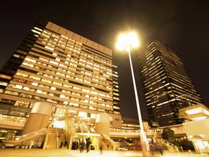 東京都 夕暮れの品川駅 の写真素材 [FYI04776004]