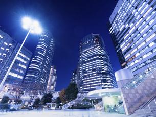 東京都 夕暮れの品川駅 の写真素材 [FYI04776006]