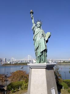 東京都 お台場の自由の女神像の写真素材 [FYI04776133]