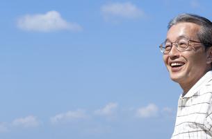 笑顔のシニア男性の写真素材 [FYI04776315]