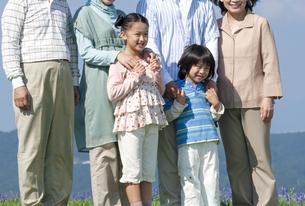三世代家族のポートレートの写真素材 [FYI04776363]