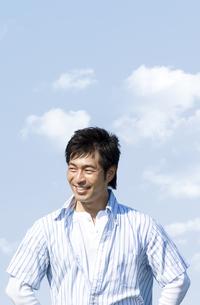 笑顔の男性の写真素材 [FYI04776369]