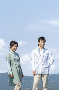 笑顔の夫婦の写真素材 [FYI04776374]