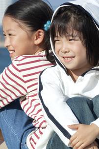 笑顔の男の子と女の子の写真素材 [FYI04776488]