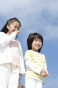笑顔の女の子と男の子の写真素材 [FYI04776564]