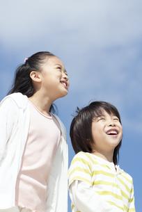 笑顔の女の子と男の子の写真素材 [FYI04776565]