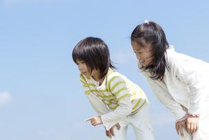 笑顔の女の子と男の子の写真素材 [FYI04776579]
