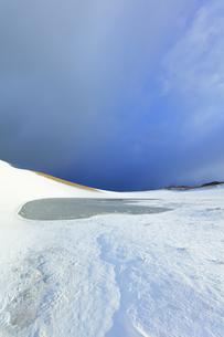 冬の鳥取砂丘雪景色の写真素材 [FYI04776842]