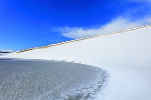 冬の鳥取砂丘雪景色の写真素材 [FYI04776843]