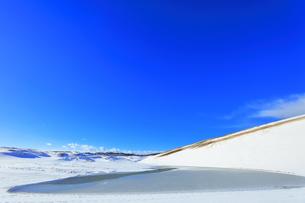 冬の鳥取砂丘雪景色の写真素材 [FYI04776858]