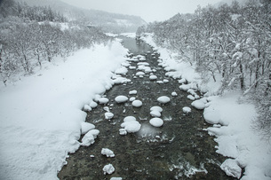 厳冬寒河江川の写真素材 [FYI04777126]