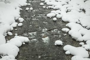 厳冬寒河江川の写真素材 [FYI04777131]