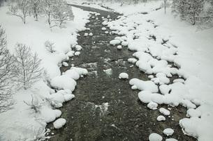 厳冬寒河江川の写真素材 [FYI04777132]
