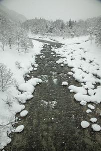 厳冬寒河江川の写真素材 [FYI04777133]