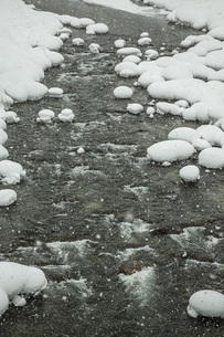 厳冬寒河江川の写真素材 [FYI04777134]