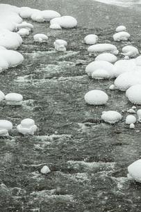 厳冬寒河江川の写真素材 [FYI04777135]