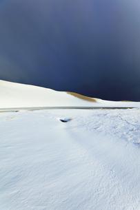 冬の鳥取砂丘雪景色の写真素材 [FYI04777189]