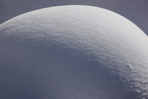 降り積もった雪の写真素材 [FYI04777606]