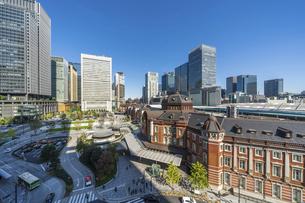 東京駅と青空の写真素材 [FYI04777698]