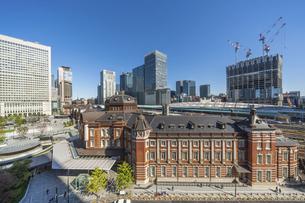 東京駅と青空の写真素材 [FYI04777700]