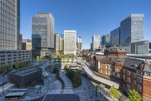 東京駅と青空の写真素材 [FYI04777701]