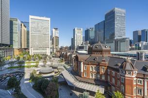 東京駅と青空の写真素材 [FYI04777702]