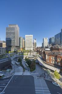 東京駅と青空の写真素材 [FYI04777704]