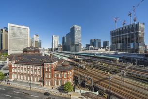 東京駅と青空の写真素材 [FYI04777707]