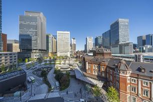 東京駅と青空の写真素材 [FYI04777712]