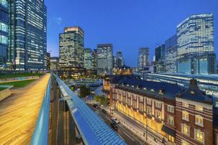 東京駅夜景の写真素材 [FYI04777749]