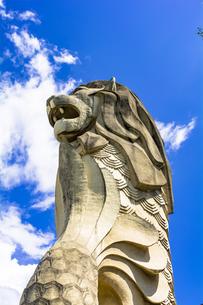 セントーサ島の巨大マーライオン像の写真素材 [FYI04777805]