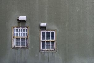 古びた窓の写真素材 [FYI04777874]
