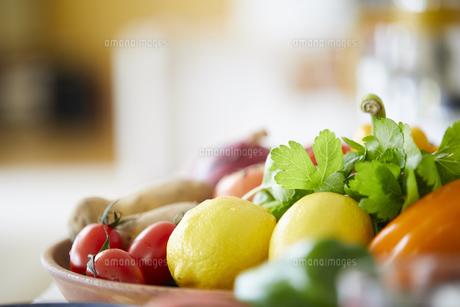 山盛りの野菜の写真素材 [FYI04778006]