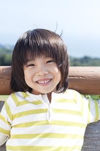 笑顔の男の子の写真素材 [FYI04778096]