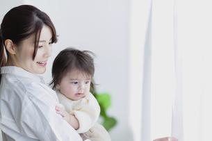 赤ちゃんと母親の写真素材 [FYI04778188]