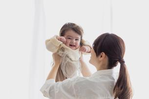 赤ちゃんと母親の写真素材 [FYI04778196]