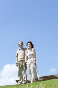 笑顔のシニア夫婦の写真素材 [FYI04778236]